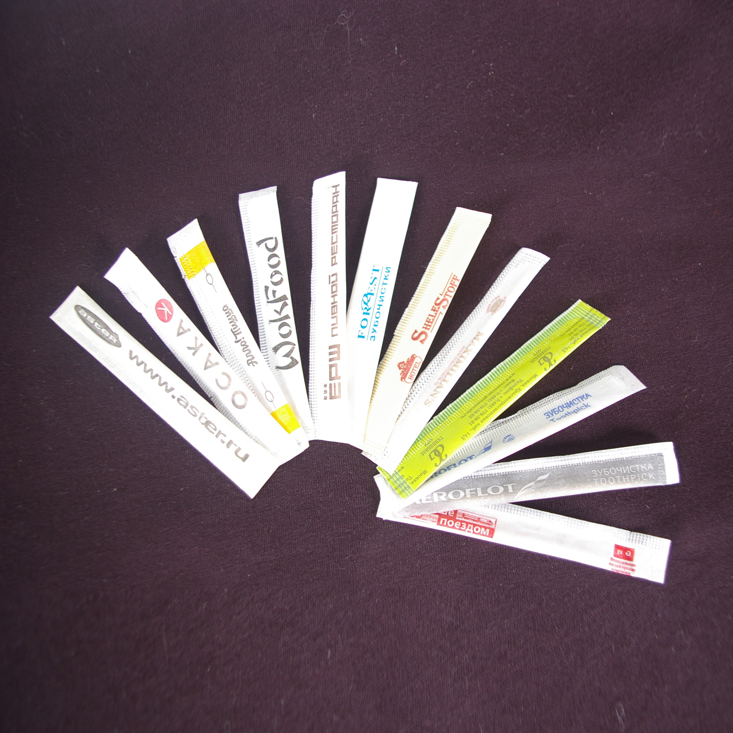 Зубачистка в индивидуальной упаковке с 2 цветным логотипом